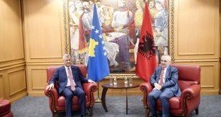 Kryetari i Kosovës, Hashim Thaçi, është pritur sot në takim kryetari i Shqipërisë, Ilir Meta