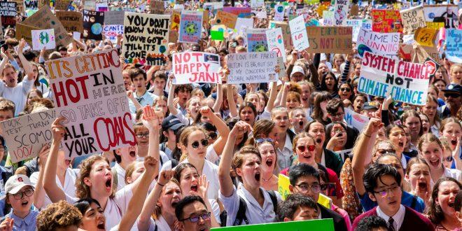 Mijëra protestues në Australi, kanë bërë thirrje për veprime kundër ndryshimeve klimatike në planetin tonë