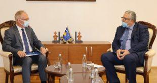 Ministri i Brendshëm, Agim Veliu takon shefin e misionit të OSBE-së në Kosovë, Jan Braathu