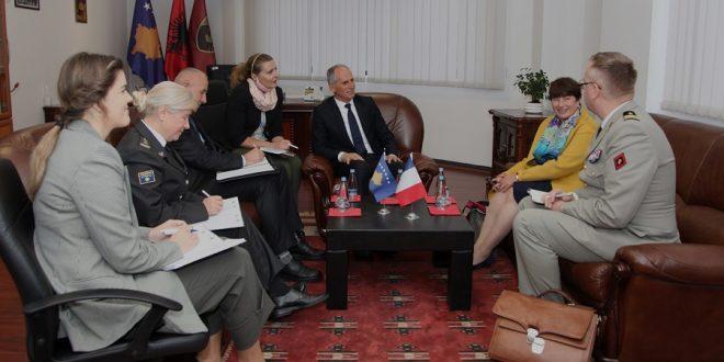 Zëvendësministri Syla dhe gjeneral Cikaqi pritën në takim ambasadoren e Francës, Marie Christine Butel
