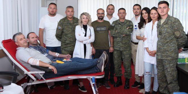 Në Ministrinë e Mbrojtjes dhe në FSK filloi dhurimi vullnetar i gjakut