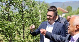 Besian Mustafa: Prodhuesit bujqësor në Istog, do ta kenë mbështetjen time