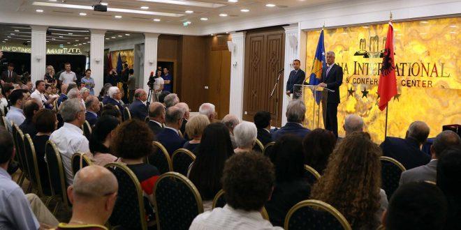 Thaçi dekoroi 39 personalitete në Tiranë, por jo ata të cilën kanë luftuar e kanë rënë për çlirimin e Kosovës
