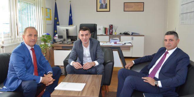 """APK dhe Komuna e Prishtinës nënshkruan marrëveshje për pagesën e shpronësimit të """"NSh Gërmia"""" dhe """"NSh Slloga"""""""