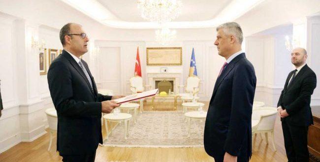 Kryetari i Kosovës, Hashim Thaçi pranon letrat kredenciale nga ambasadori i ri i Turqisë në Prishtinë, Çağrı Sakar