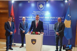 Ministri i MTI-së, Vesel Krasniqi e pret në takim ministrin e Turizmit dhe Mjedisit të Shqipërisë, Blendi Klosin
