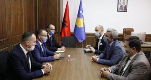 Ministri i Tregtisë dhe Industrisë, Vesel Krasniqi, priti në takim ministrin e Zhvillimit Rajonal, Enis Kervan