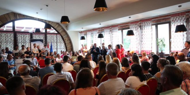 Të shtunën 250 të rinj të Pejës i janë bashkuar subjektit politikë të kryeministrit në dorëheqje, Ramush Haradinaj