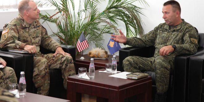 Gjeneral Rrahman Rama e pret në vizitë gjeneralin Phillips nga Komanda e Ushtrisë Amerikane për Evropë