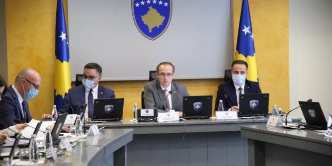 Kryeministri i vendit, Avdullah Hoti takon Komisionin Ekzekutiv për luftimin, monitorimin dhe reagimin ndaj COVID-19