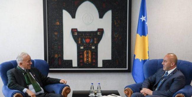 Kryeministri Haradinaj ka pritur në takim përfaqësues të Caritas-it evropian kryesuar nga Don Viktor Sopi
