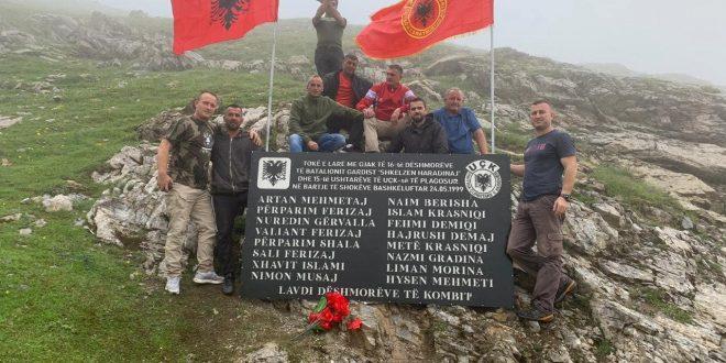 """Emrat e 16 dëshmorëve të Batalionit gardist """"Shkëlzen Haradinaj"""" u skalitën në vendin e rënies së tyre, në bjeshkën e Belegut"""