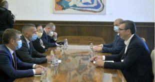 Përfaqësuesit shqiptar të Kosovës Lindore takojnë Vuçiqin, kërkojnë të përfshihen në Qeverinë e re të Serbisë