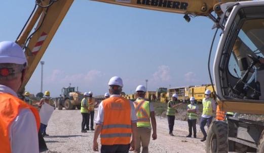 Ministri Abrashi dhe kryeshefi i Infrakosit, Xhevat Ramosaj i inspektojnë punimet e hekurudhës së Kosovës, në linjën 10