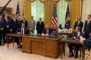 Kryeministri, Hoti dhe kryetari i Serbisë, Vuçiq nënshkruan një marrëveshje ekonomike në Shtëpinë e Bardhë, në Uashington