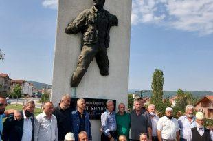 Familja e heroit të kombit, Avni Shabani reagon ndaj OVL-UÇK-së në Mitrovicë për haresë të dëshmorëve dhe ditëve të luftës
