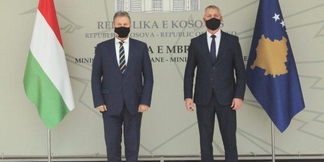 Ministri, Anton Quni priti në vizitë ambasadorin e Hungarisë në Kosovë, Józhef Bencze