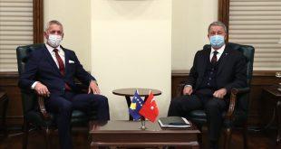 Ministri i Mbrojtjes, Anton Quni, u prit në takim nga ministri i Mbrojtjes Kombëtare të Turqisë, Hulusi Akar