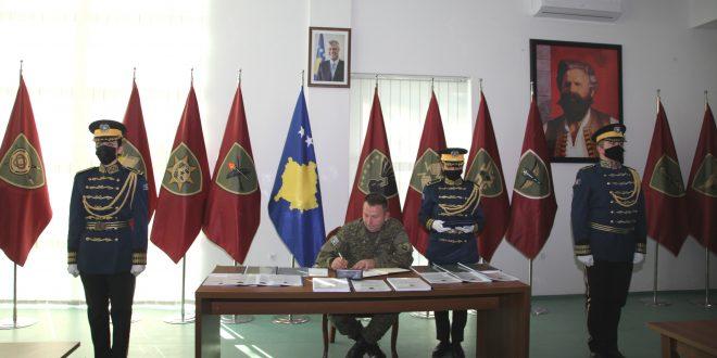 """Në Kazermën ,,Adem Jashari"""" në Prishtinë sot u mbajt ceremonia e përmbylljes së vitit të dytë të tranzicionit të FSK-së."""