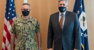 Ambasadori amerikan në Kosovë, Philip Kosnett e pret në takim Komandantin e Forcave të përbashkëta, Admiral Burke