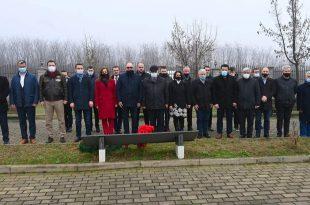 Kandidatët e PDK-së në Prizren, ditën e parë të fushatës e filluan me homazhe në varrezat e dëshmorëve në Landovicë