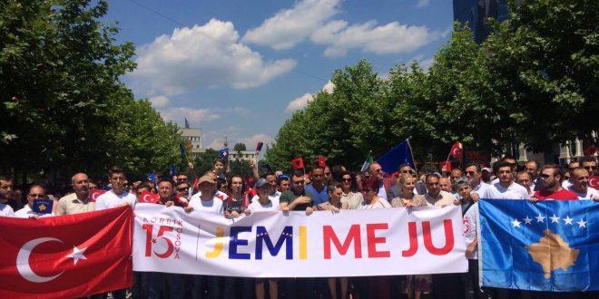 Në Prizren dhe në Prishtinë është shënuar dy-vjetori i shënimit të përpjekjes për grusht shtet, në Turqi