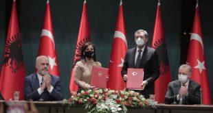 Shqipëria ka nënshkruar një marrëveshje me Turqinë për bashkëpunim në fushën e arsimit