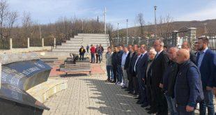 """Ish komandanti i UÇK-së, Ferat Shala, përkujton 21 dëshmorët e njësitit, """"Pëllumbi"""" dhe 36 martirëtal """"Pëllumbat e Lirisë"""", në Negrovc të Drenasit nderohen 21 dëshmorët dhe 36 martirët e lirisë"""