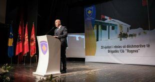 Ramush Haradinaj i kujton dëshmorët e rënë në Rugovë gjatë prillit të vitit 1999
