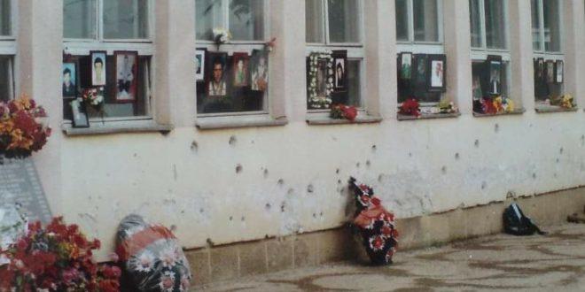 Kreu i AAK-së, Ramush Haradinaj i kujton të rënët në masakrën në Bukosh të Therandës