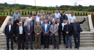Bardhyl Mahmuti: Një delegacion shkencëtarësh shqiptarë nga Shqipëria, Kosova dhe Maqedonia e Veriut vizituan Prekazin