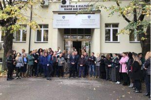 Punëtorët e MRS-së protestojnë, e kundërshtojnë vendosjen e Presidencës në objektin e këtij institucioni