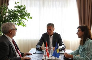 Kryeprokurori i Shtetit, Aleksandër Lumezi, ka pritur sot në takim ambasadorin e Zvicrës në Kosovë, Jean-Hubert Lebet