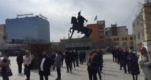 Protestojnë para Qeverisë, punëtorët e Lotarisë së Kosovës me kërkesën që t'i marrin pagën e tyre