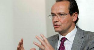 Kryesuesi i Komisionit për Çështje Evropiane, Gunther Krichbaum, zbut qëndrimin e Gjermanisë rreth korrigjimit të kufijve