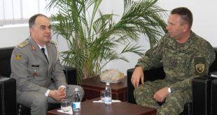 Gjenerali shqiptar Bajram Begaj është pritur sot në takim nga ministri Berisha dhe komandanti i FSK-së gjeneral Rama