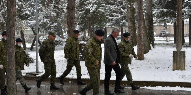 Ministri i Mbrojtjes, Anton Çuni, vizitoi Regjimentin e Parë të Forcave Tokësore në Gjilan