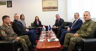 Ministri i Mbrojtjes Anton Quni priti në takim ambasadoren e Mbretërisë së Holandës, Gerrie Willems