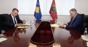 Nënshkruhet Marrëveshja e bashkëpunimit ushtarako-civil për vendosjen e një radari në Aeroportin e Gjakovës