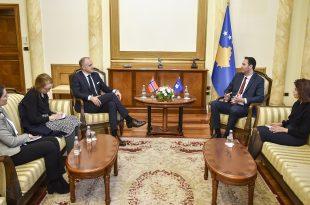 Kryetari i Kuvendit, Glauk Konjufca takohet me ambasadorin e Norvegjisë në Prishtinë Jens Erik Grondahl