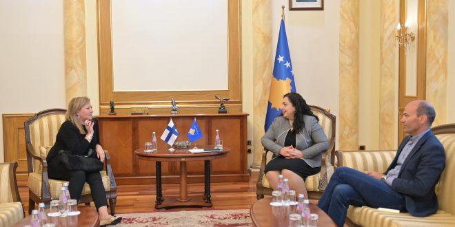 Kryetarja e Kuvendit të Kosovës, Vjosa Osmani, priti sot ambasadoren e Finlandës në Kosovë, Pia Stjernvall