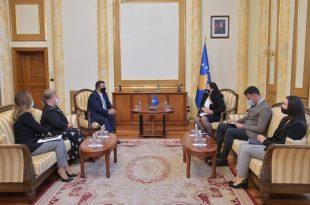 Kryekuvendarja Vjosa Osmani e ka pritur sot në takim Avokatin e Popullit, Naim Qelaj