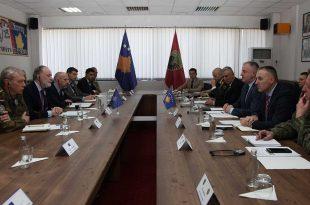 Ministri i Mbrojtjes, Rrustem Berisha dhe komandanti i FSK-së, Rrahman Rama pritën një delegacion të lartë të NATO-s