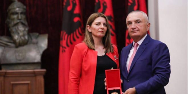 """Avdi Kelmendi nderohet pas vdekjes me titullin """"Kalorës i Urdhrit të Flamurit"""" nga kryetari i Shqipërisë, Ilir Meta"""