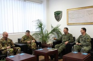 Komandanti i FSK-së, Rahman Rama priti komandantin e ri të KFOR-it gjeneral majorin, Lorenzo D'Addario