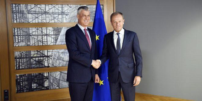 Kryetari i Kosovës, Hashim Thaçi, ka biseduar me presidentin e Këshillit Evropian, Donald Tusk