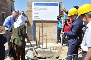 """Vihet gurëthemeli për ndërtimin e sallës së edukatës fizike në shkollën fillore dhe të mesme të ulët """"Haxhi Hoti"""" në Rogovë"""