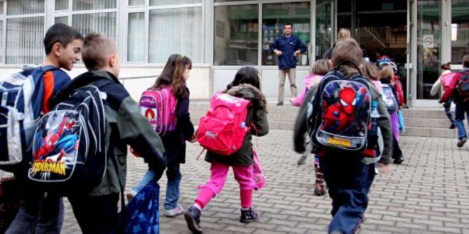 Ishte paraparë që të fillonte zëvendësimi i tri javëve të humbura mësim pas grevës por nxënësit u kthyen të zhgënjyer