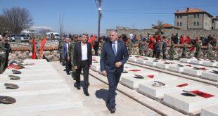 """Ministri i Mbrojtjes dhe Komandanti i FSK-së morën pjesë në manifestimin ,,Epopeja e Dukagjinit"""" në Gllogjan"""