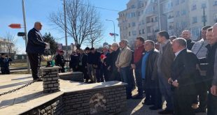 Shoqata e Veteranëve të Kastriotit bënë homazhe pranë pllakës përkujtimore të dëshmorëve të UÇK-së